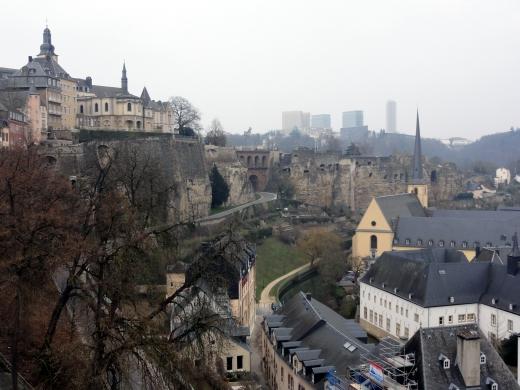 De gelijknamige hoofdstad Luxemburg.