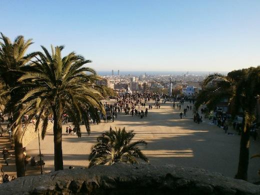 Vanaf Park Güell heb je een mooi uitzicht over Barcelona.
