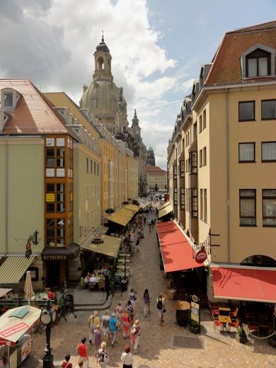 Gezellige straatjes rond de imposante Frauenkirche.