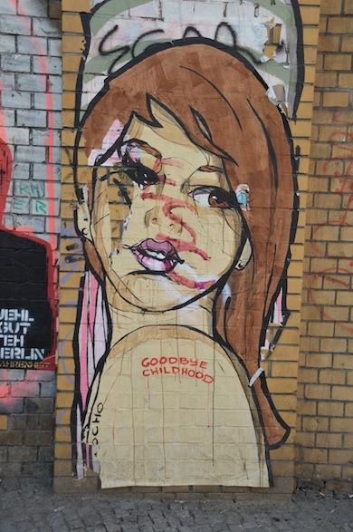 El Bocho is één van de bekendste street art kunstenaars in Berlijn. Hij heeft verschillende projecten en stijlen en de kans is groot dat iedereen wel eens iets van hem gezien heeft in Berlijn.