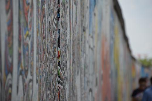 Als mensen aan street art in Belijn denken, dan denken ze aan de East Side Gallery. Hoewel deze plek vaak alleen als toeristische plek wordt gezien, is hier een belangrijk deel van de street art cultuur in Berlijn ontstaan.