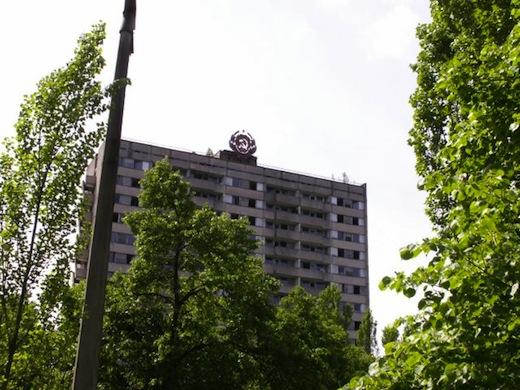 De stad Pripyat (40.000 inwoners) werd gebouwd voor het personeel van de kerncentrale en hun gezinnen. Na de ramp werd het langzaam een spookstad.