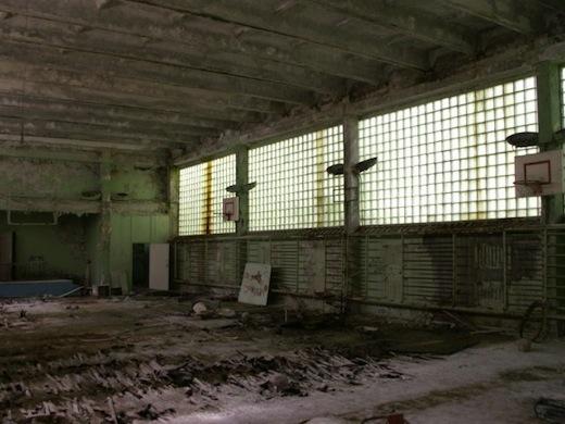 Ooit lag er een houten vloer in het gymlokaal.