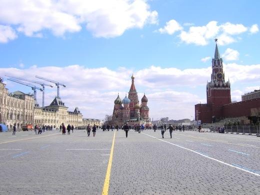 De reis begint in de Russische hoofdstad Moskou, waar uiteraard een bezoek wordt gebracht aan het Rode Plein.