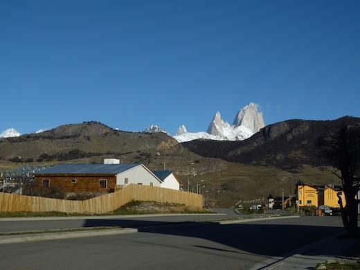 De wandelingen vertrekken uit El Chaltén, vanwaar je al zicht hebt op Cerro Fitzroy.