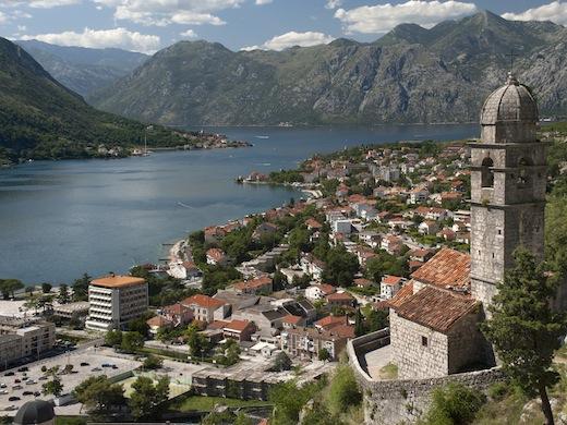 De Baai van Kotor met op de voorgrond het stadje Kotor.